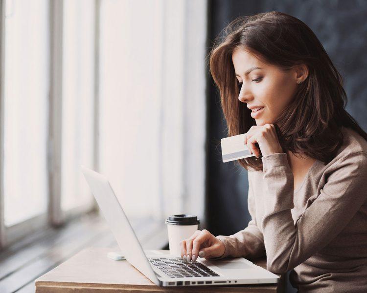 women_creditcard_derhome_01
